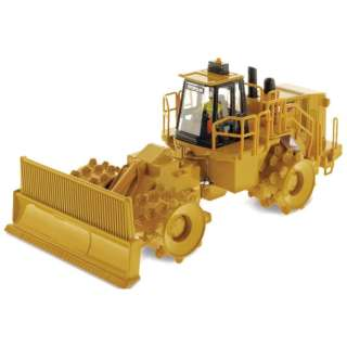 1/50 DIECAST MASTERS Cat 836H Landfill Compactor