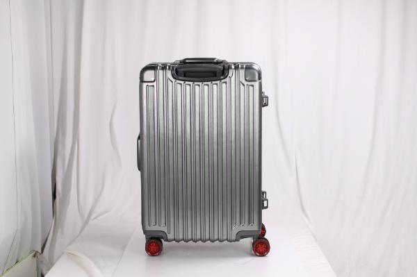ハードフレームスーツケース チタン/レッド