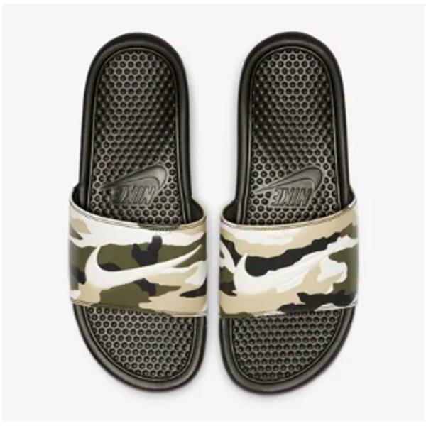 27.0cm メンズ スライド ナイキ ベナッシ JDI プリンテッド Nike Benassi JDI Printed(セコイア×チームゴールド×ミディアムオリーブ×ペールアイボリー)631261-301